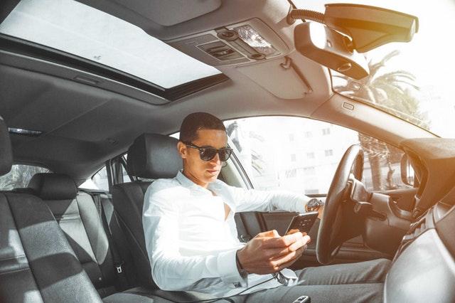 Fokus Saat Mengendarai Mobil