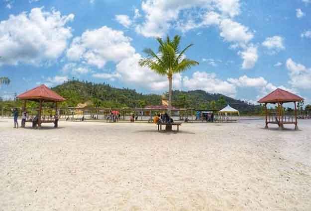 Patut Dikunjungi ! 6 Pantai Terindah Yang Ada di Batam